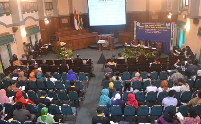 International seminar in FK UNAIR Hall, Monday, 8 August 2016 . (Photo: UNAIR NEWS)